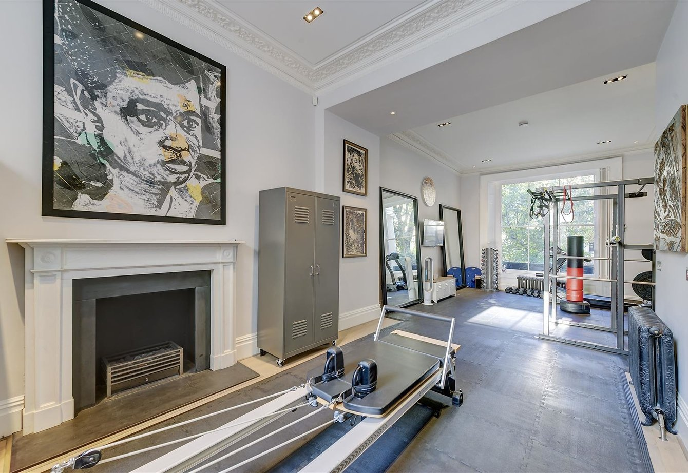 sold-clifton-gardens-london-212-view6