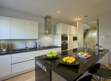 for-sale-elm-tree-close-london-12-view3